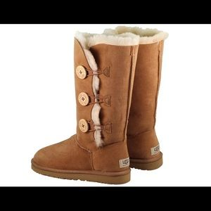 UGG BAILEY BUTTON TRIPLET II BOOT Size 5